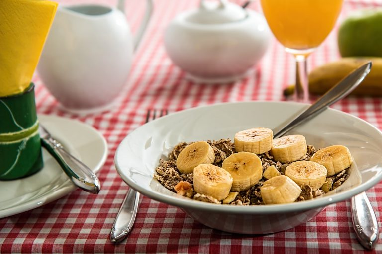 8 morning habits for a healthier life eat breakfast