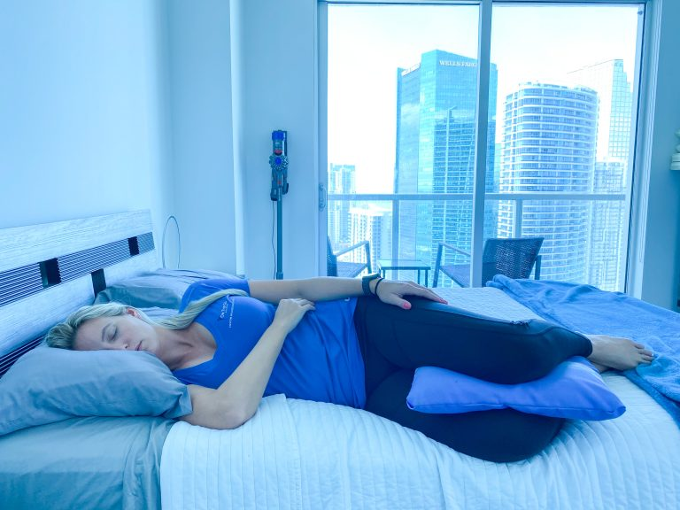 on the go wellness dr nichole walz demonstrating correct sleeping position