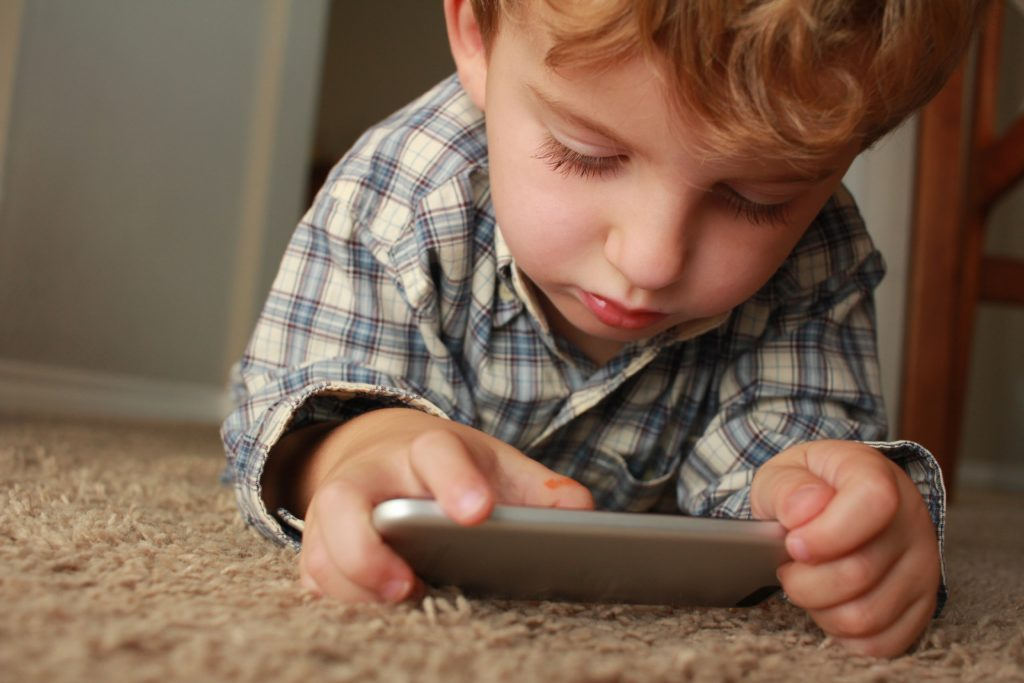On The Go Wellness Chiropractor Miami Limit Your Child's Screen Time to Save Their Spine